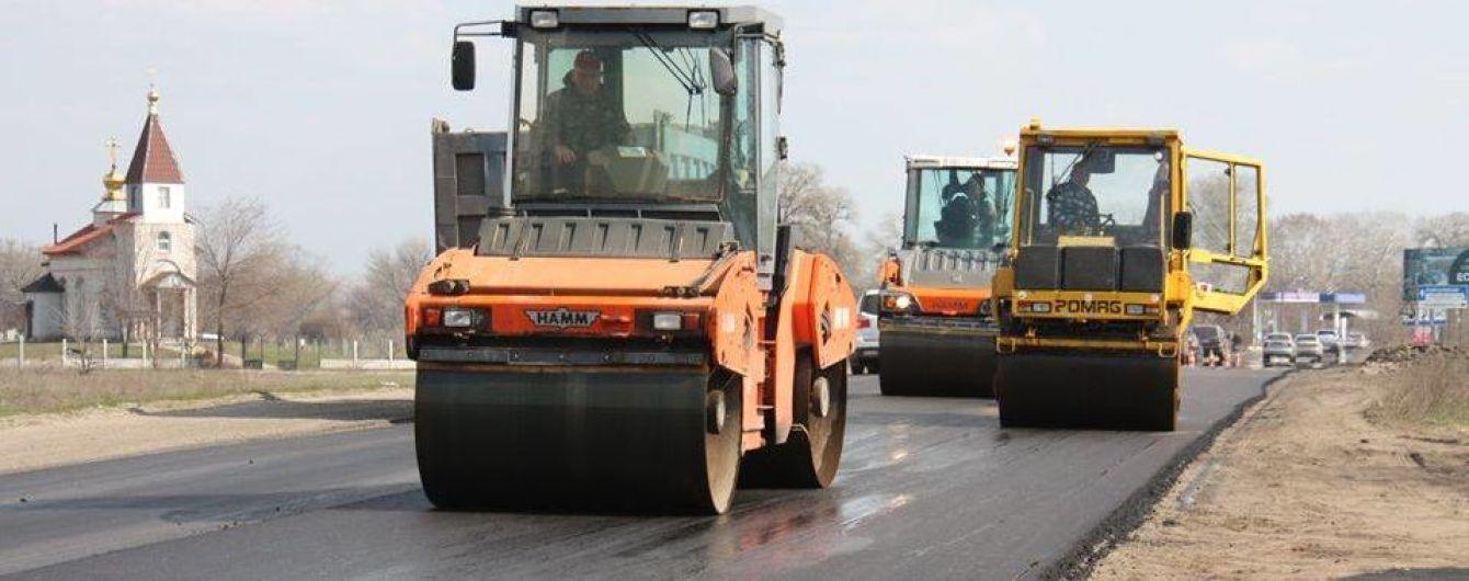"""""""Укравтодор"""" уже закатал половину ям на дорогах в асфальт – Новак"""