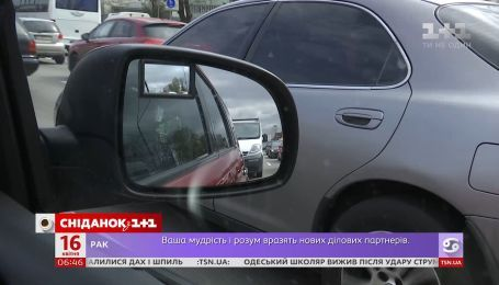 Смартфон як причина ДТП: як карають за використання гаджетів за кермом в Україні і світі