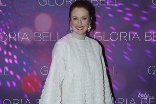 Джулианна Мур надела странное платье на премьеру фильма в Париже