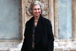 Чорний їй не пасує: королева Софія в похмурому аутфіті сходила на концерт