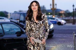Тоже любит звериные принты: эффектная Моника Беллуччи посетила представление в Париже