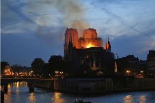 У паризькому Нотр-Дамі відновлять проведення релігійних служб після масштабної пожежі