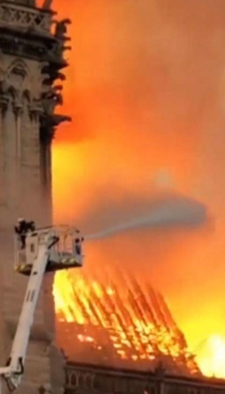 В результате пожара в Нотр-Даме пострадали три человека: пожарник и двое полицейских