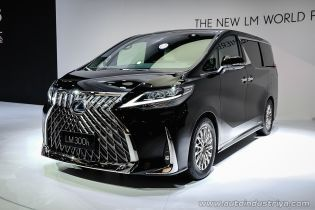 Lexus представив люксовий мінівен вперше в історії бренду
