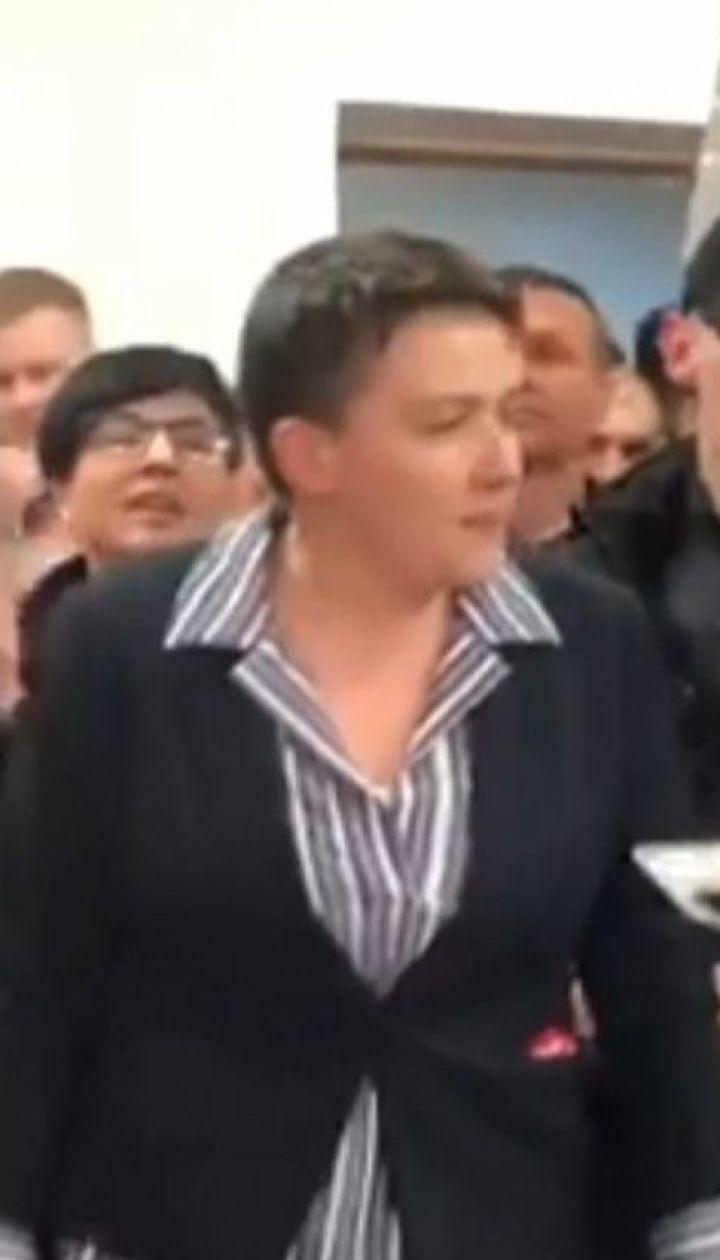 Ходить на будущие судебные заседания и не сбегать обещает Надежда Савченко