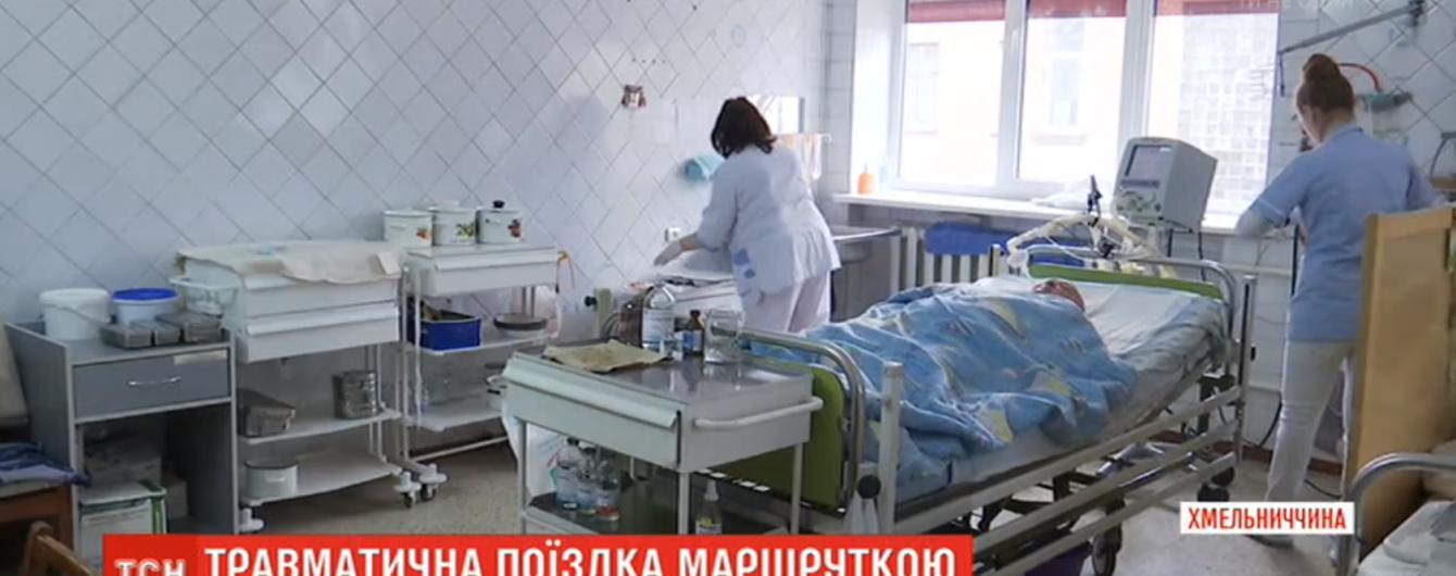 В Шепетовке женщина оказалась в коме после того, как выпала из переполненной маршрутки
