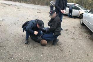 """Чиновника """"Киевоблэнерго"""" поймали на взятке"""