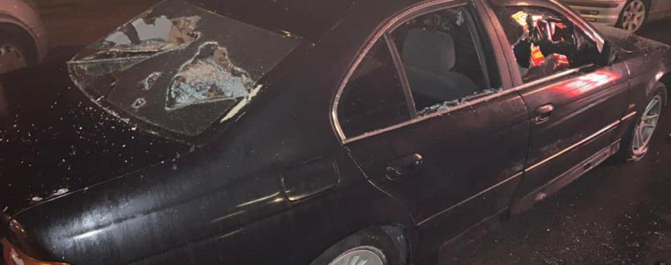 Под Одессой неизвестные со стрельбой разгромили дорожный пункт контроля за фурами
