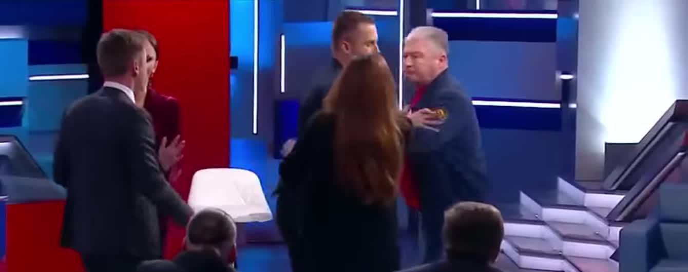 """""""Ти небіжчик"""". Червоненко та Гончаренко влаштували штовханину у прямому ефірі"""