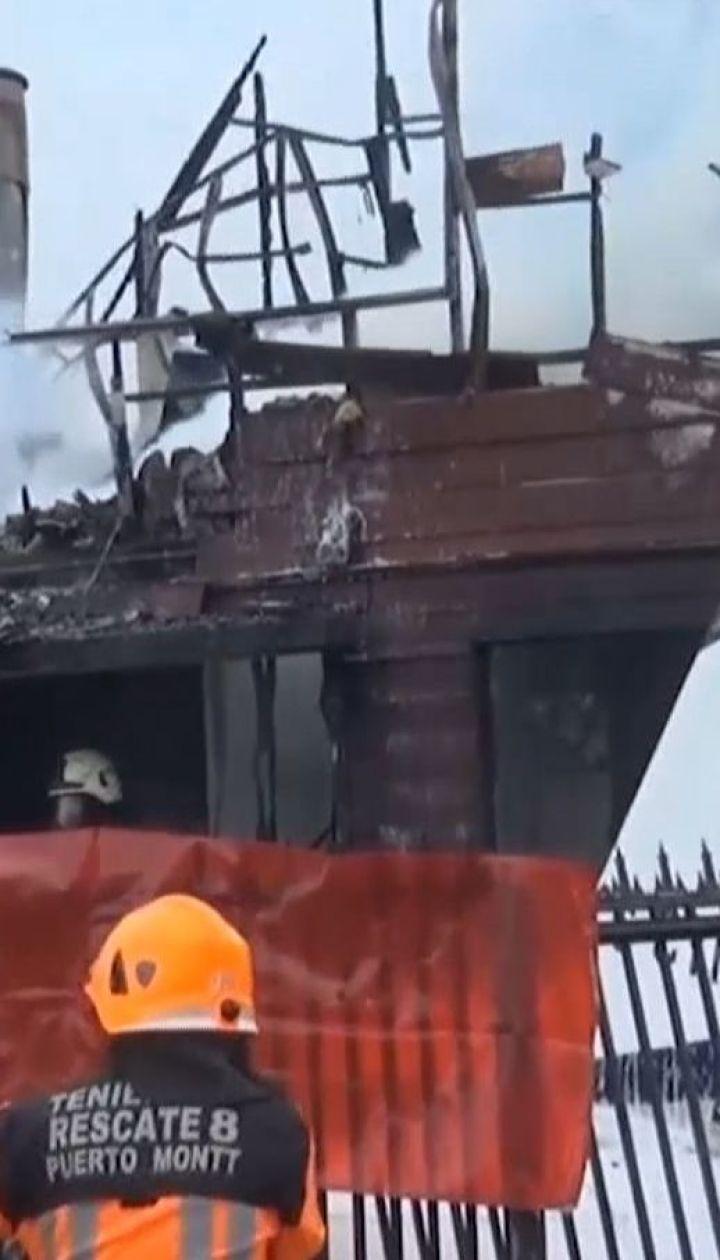 Легкомоторный самолет разбился о жилой дом, погибли шестеро