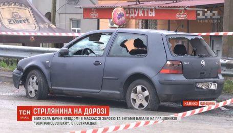 Троє громадських активістів отримали поранення внаслідок стрілянини під Одесою