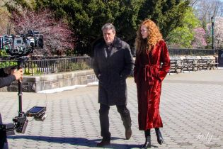 В объятиях Хью Гранта: Николь Кидман на съемках в Нью-Йорке