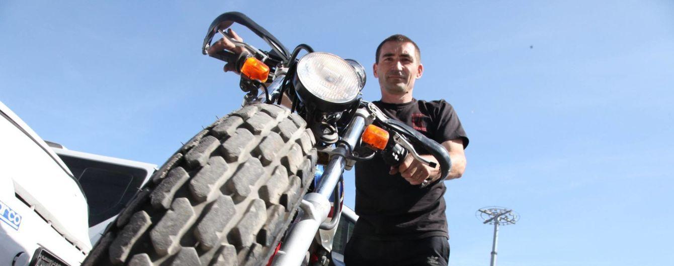 Рекорд едва не стал трагедией. Украинец попал в Книгу Гиннеса за мертвые петли на мотоцикле