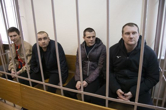 Суд РФ залишив під арештом до літа вже 16 військовополонених українських моряків