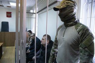 Впервые за пять месяцев украинским пленным моряками позволили позвонить близким