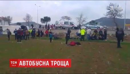 34 человека травмировались вследствие автобусной аварии в Турции