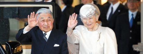В красивом наряде и с любимой сумочкой: 84-летняя императрица Японии Митико повторила образ