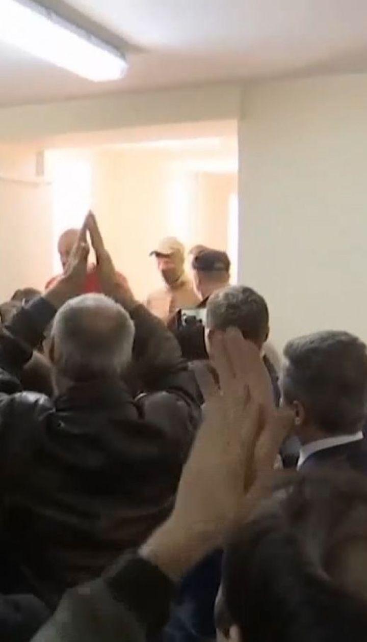 """Українських моряків у залі російського """"суду"""" зустрічали оплесками"""