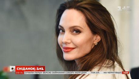 Анджеліна Джолі позбулася прізвища Бреда Пітта