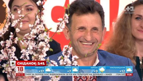 Скульптор Василий Рыжук, который засадил цветами 40 км трассы Луцк-Львов, в студии Сніданка