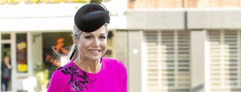 В платье цвета фуксии: яркая королева Максима посетила торжественное мероприятие в Италии