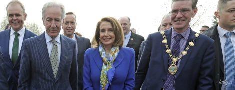 Как всегда, стильная: спикер Палаты представителей США в ярком костюме перешла границу Ирландии