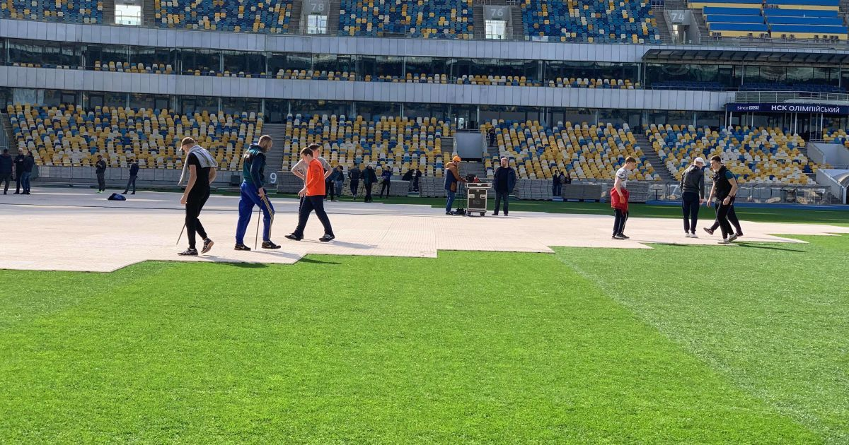 """На """"Олимпийском"""" монтируют сцены: какой вид открывается для кандидатов с их позиций"""