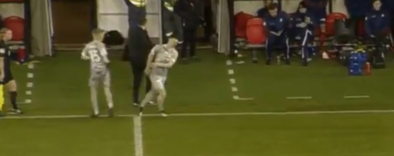 Замена года. В чемпионате Швеции футболист получил травму во время выхода на поле
