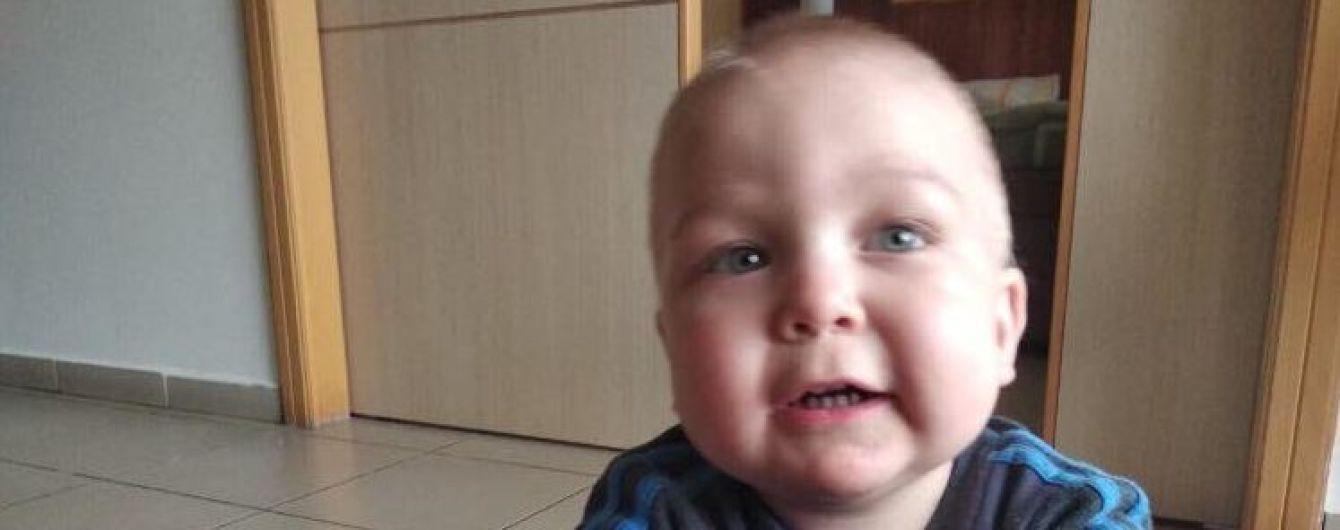 Крошечный Артемчик родился с лейкозом и нуждается в длительном лечении