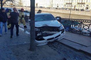 В Санкт-Петербурге автомобиль влетел в толпу людей, есть пострадавшие