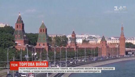 Спідниці, папір та труби: Росія розширила перелік заборонених для ввезення українських товарів