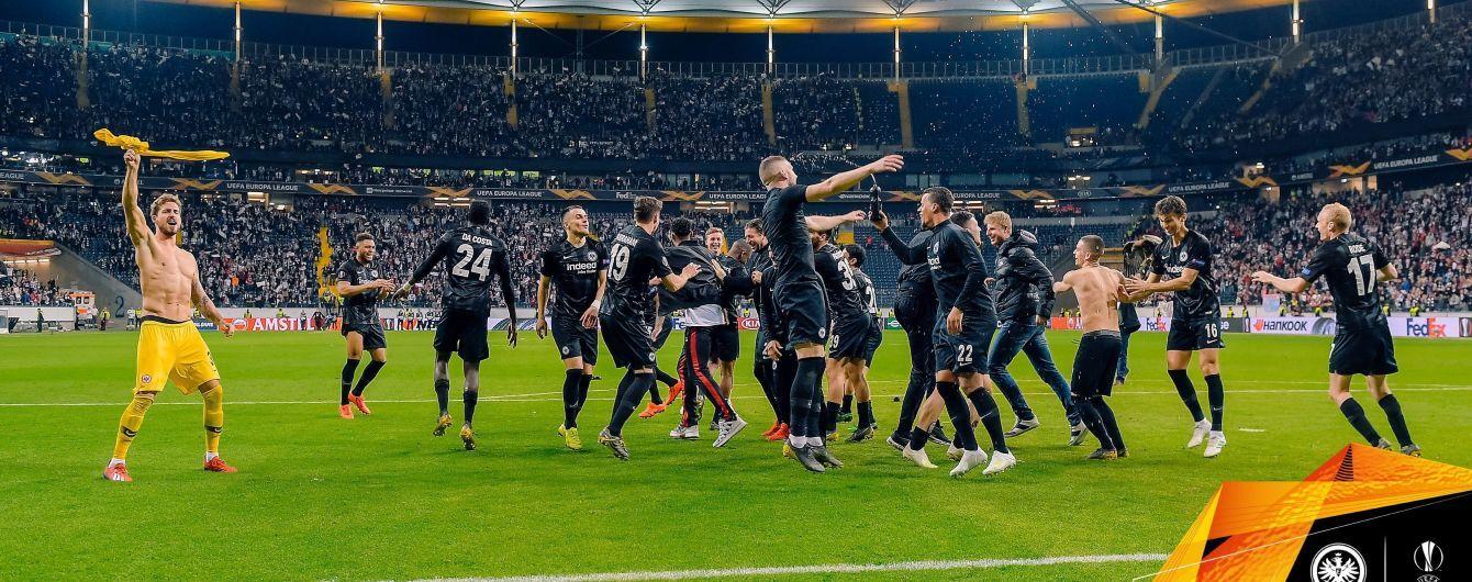 """Фанати """"Айнтрахта"""" потужно віддячили гравцям за фантастичний вихід у півфінал Ліги Європи"""