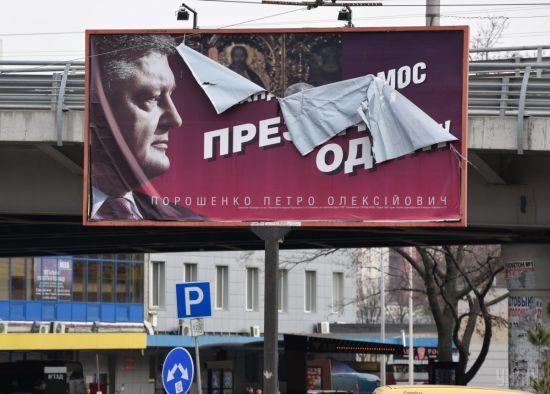 НАЗК порахувало витрати Зеленського і Порошенка на агітацію у другому турі виборів