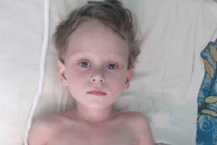 3-летняя Зорянка должна самостоятельно переносить все трудности из-за своей болезни