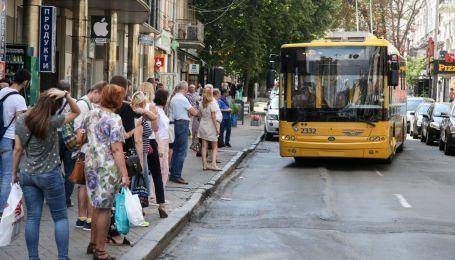 В Украине предлагают изменить покрытие возле автобусных остановок