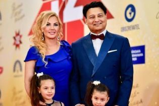 Милые и красивые: Камалия с подросшими дочками вышли на красную дорожку в роскошных платьях