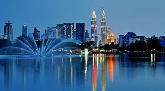 Малайзія вводить податок на виїзд з країни