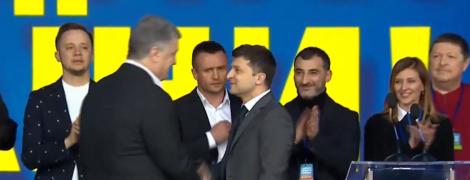 Зеленский и Порошенко пожали руки перед дебатами