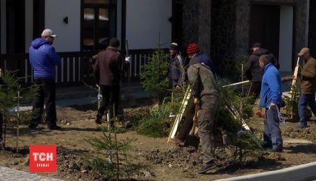 Предпасхальная толока: в Буковеле устроили масштабное озеленение