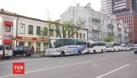 """""""Экскурсия"""" на дебаты: из регионов в Киев массово свозили людей для поддержки Порошенко"""