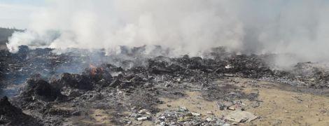 На Львівщині масштабно палає сміттєзвалище – ЗМІ