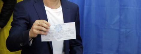 Зеленський показав свій бюлетень із хрестиком навпроти прізвища кандидата
