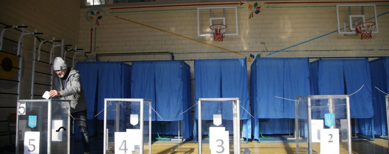 У Кривому Розі під час голосування виборниця з'їла частину бюлетеня