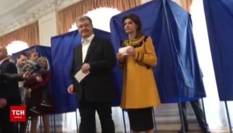 Порошенко проголосовал со своей семьей