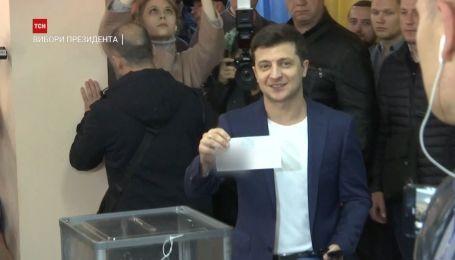 Зеленський проголосував і показав заповнений бюлетень
