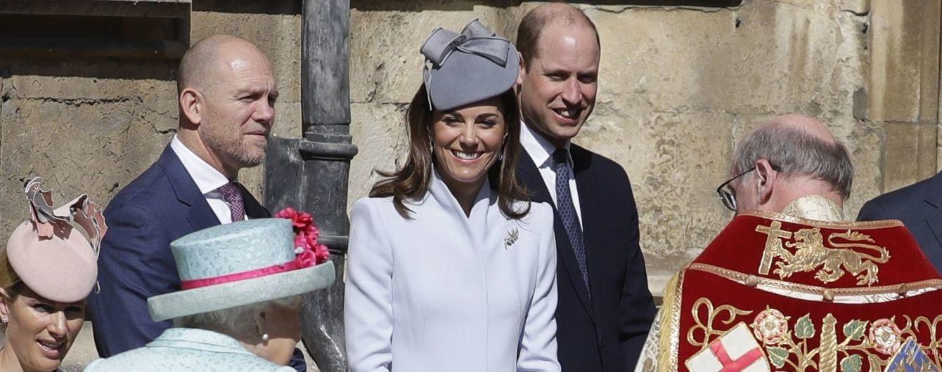 Сияющая герцогиня Кембриджская и именинница королева Елизавета II: члены британской королевской семьи на пасхальной службе