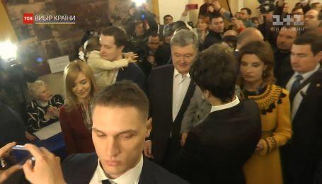 Порошенко и Зеленский уже проголосовали в Киеве