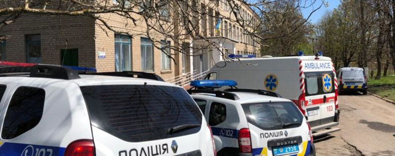 """Тысячи эвакуированных, десятки производств: в полиции рассказали, как """"минировали"""" Украину в день выборов"""