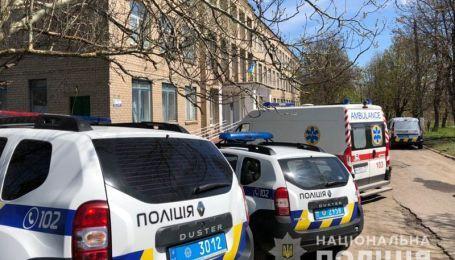 """Тисячі евакуйованих, десятки проваджень: у поліції розповіли, як """"мінували"""" Україну в день виборів"""