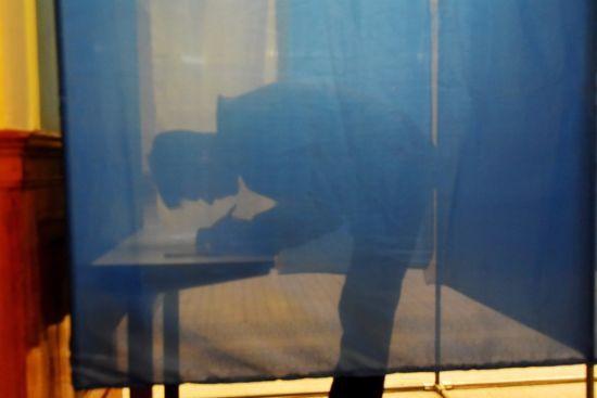 На виборчій дільниці знову намагалися з'їсти бюлетень – цього разу в Чернігові